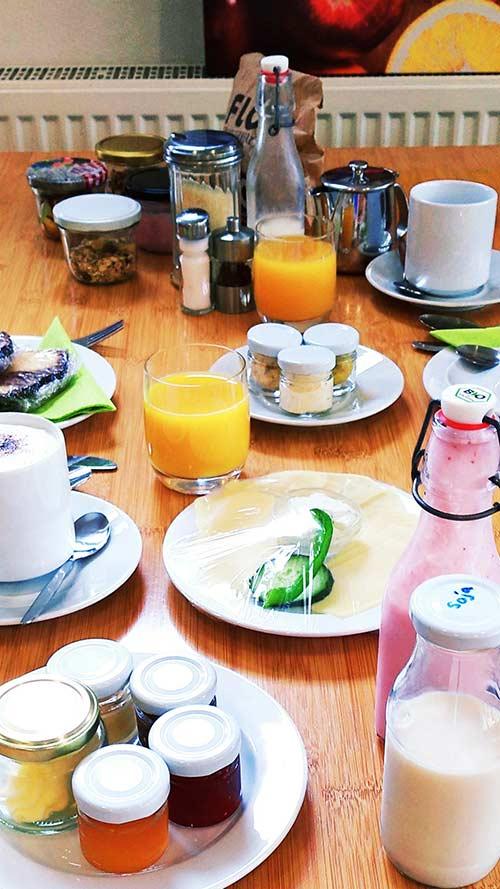 Umfangreiches Frühstück im Hotel in Esslingen