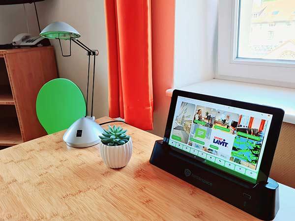 Auf jedem Zimmer finden Sie ein Tablet mit weiteren Informationen zum Hotel und der Umgebung